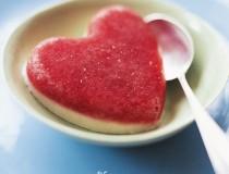 Geeiste Erdbeerherzen