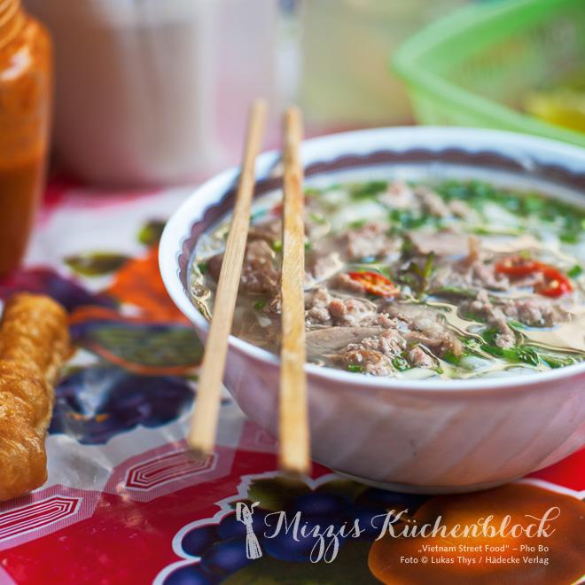 Vietnam Street Food Pho Bo _ Nudelsuppe mit Rindfleisch