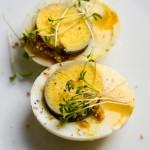 Osterfrühstück mit Klappeiern