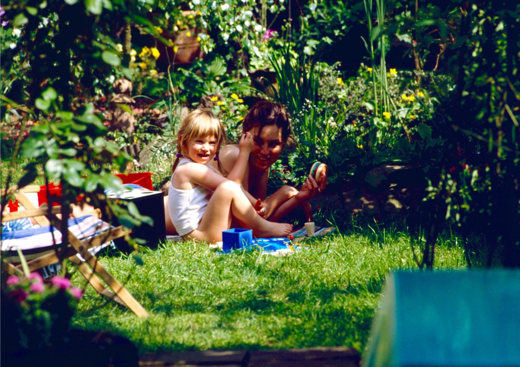 Ariane u Konni Wesselswerth im Garten_2